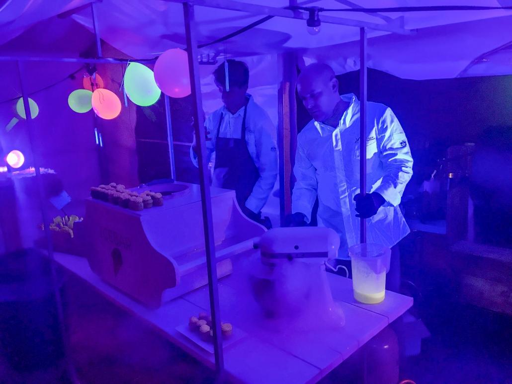 Foodfestival met glow in the dark dessert
